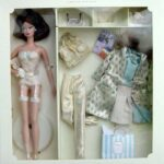 silkstone-barbie-continental-holiday-giftset